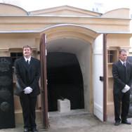 Restaurierung und Rekonstruktion historischer Särge der Grabgruft von Haselberg