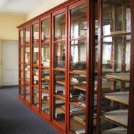 Restaurierung historischer Sammlungsschränke der Universität