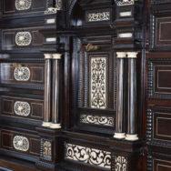 So schwarz wie Ebenholz, so weiss wie Schnee…  Ein Kabinettschrank aus dem 18. Jhd.