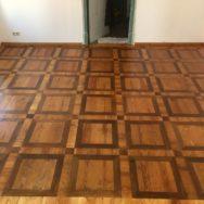 Glänzender Auftritt ! Restaurierung eines geschichtsträchtigen Tafelparkettbodens aus den 1820er Jahren