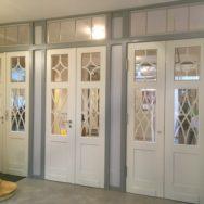 Hereinspaziert! Restaurierung und Rekonstruktion von Windfangtüren in der STRAZE